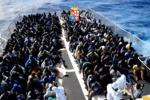 Oltre 1800 migranti recuperati nel canale di Sicilia in poche ore