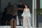 Pistola e vestaglia sexy: Rihanna sul set del nuovo video - Foto