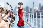 Sfilata vista oceano: abiti da red carpet sulla Costa Luminosa - Foto