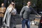 Totti e Ilary lasciano la clinica insieme alla piccola Isabel: le foto