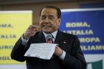 """Berlusconi ferma la Meloni: """"Non può fare mamma e sindaco"""""""