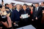 Berlusconi a Roma: governo abusivo, italiani non siate pecoroni