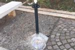 Vandali al Centro Padre Nostro, lampione distrutto a Brancaccio