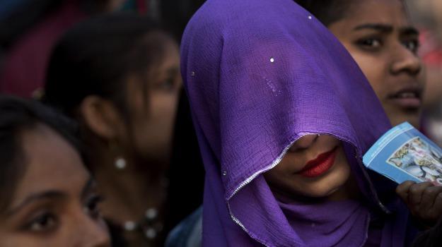 200 femministe, india, tempio proibite donne, Sicilia, Mondo