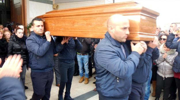 Carlentini, funerali, tecnici, Siracusa, Cronaca