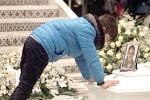 Lacrime e rabbia per i funerali della 14enne travolta da un'auto a Messina