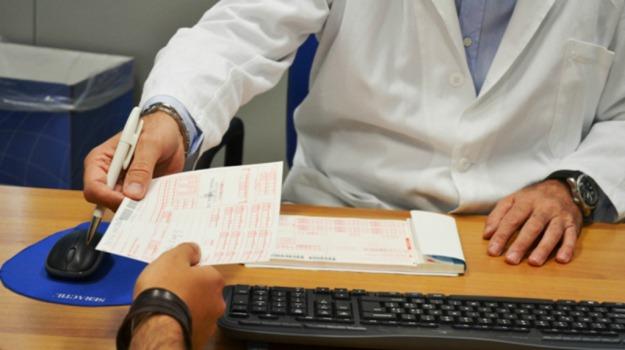 cartella cartacea sanità, fascicolo sanitario elettronico, salute, sanità, Ruggero Razza, Sicilia, Società