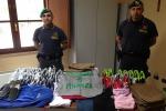 Scarpe e abbigliamento contraffatti, sequestro a Caltanissetta