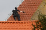 Sparatoria a Bruxelles durante la perquisizione: ucciso presunto terrorista, 4 agenti feriti