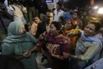Kamikaze si fa esplodere in un parco giochi, in Pakistan almeno trenta bambini uccisi