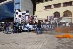 Frosinone-Palermo, protesta dei tifosi rosanero oggi pomeriggio allo stadio Barbera