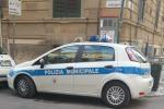 Palermo, all'incrocio tra le vie Parisi e Garzilli ecco il parcheggio selvaggio... dei vigili