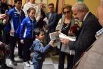 Bimbo di 5 anni consegna al questore la pagella di Falcone