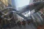 Sfiorato dal bus: paura per un ciclista a Londra - Video