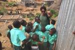 Gabriel Garko tra i bambini della Sierra Leone - Foto
