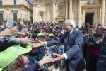 Mattarella in Sicilia, la festa di Noto per l'arrivo del presidente: le foto