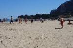 Rifiuti, nella spiaggia di Mondello parte la raccolta differenziata