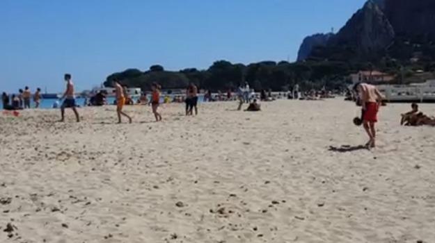 raccolta differenziata palermo, spiaggia di mondello, Palermo, Cronaca