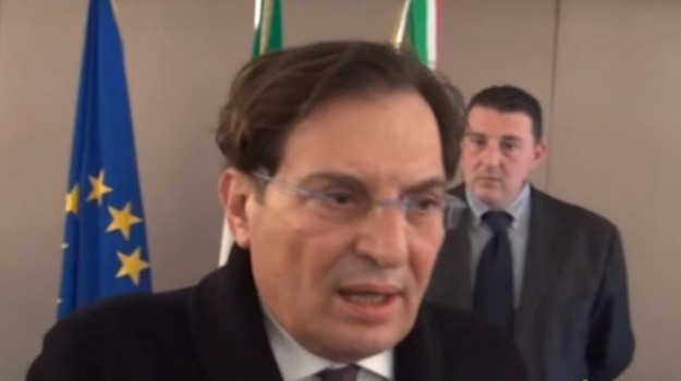 stipendio presidente della regione siciliana, Rosario Crocetta, Sicilia, Politica