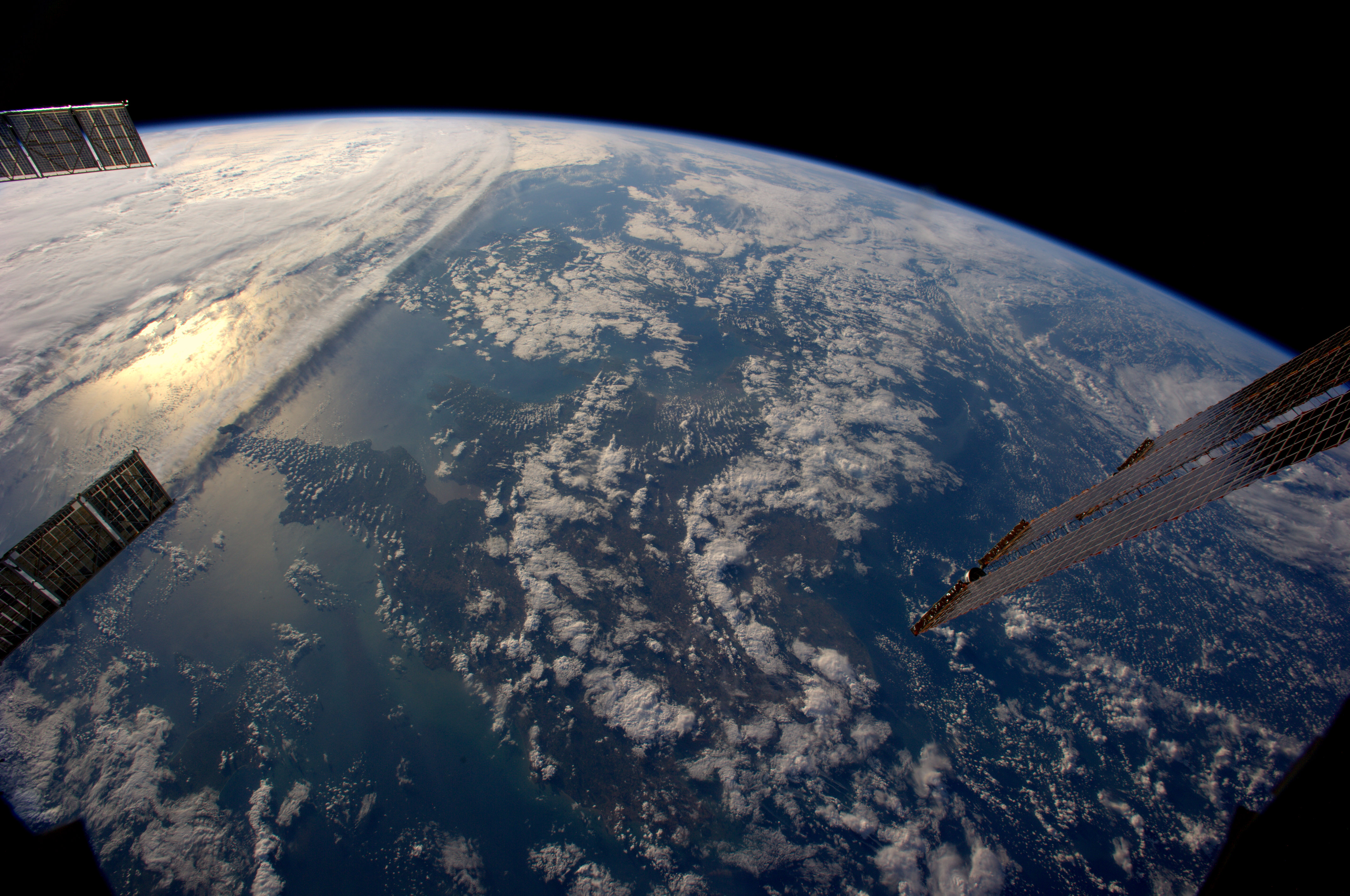 La terra vista dallo spazio esperienza che cambia la for Sfondi spazio