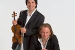 """Meraviglioso"", sul palco i violinisti... in jeans"