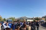 Renzi a Palermo, centinaia di lavoratori del gruppo Almaviva al deposito tram Roccella