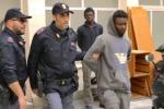 Sbarco di migranti a Palermo, fermati due presunti scafisti - Video