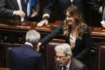 Riforme, approvato alla Camera il ddl Boschi: via 380 poltrone, in autunno il referendum