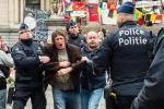 Corteo di pacifisti non autorizzato a Bruxelles: la polizia ferma 19 persone