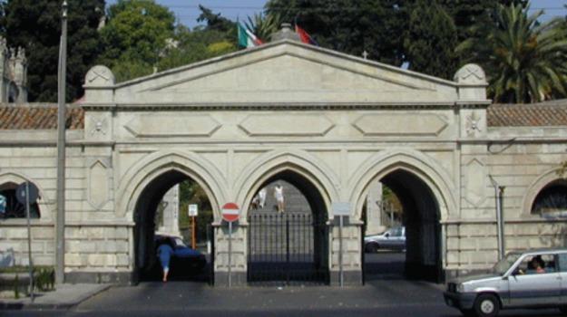 Armi nascoste al cimitero di Catania, Catania, Cronaca