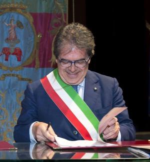 Il sindaco di Catania fa visita agli anziani