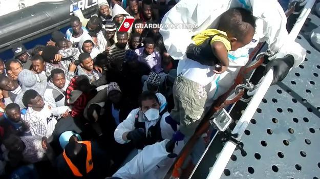 immigrazione, sbarco pozzallo, Ragusa, Cronaca
