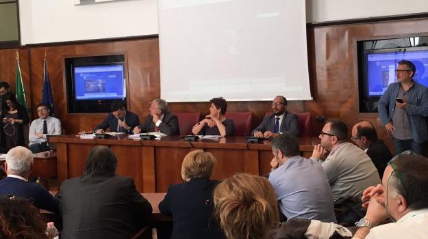 almaviva, call center, contratti, esuberi, LAVORO, Ministero, solidarietà, Sicilia, Economia