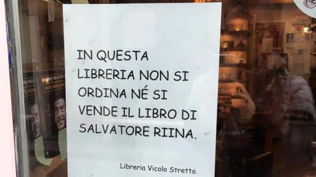 libreria catania, Libreria Vicolo stretto, libro riina, Catania, Cronaca