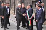 Palermo, Mattarella alla facoltà teologia accolto per strada dagli applausi Video