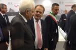 Verona, Mattarella inaugura il Vinitaly: la Regione gli dona una bottiglia storica del 1941