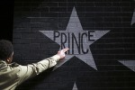 La morte di Prince: fu ricoverato per overdose di oppiacei una settimana fa. Oggi l'autopsia