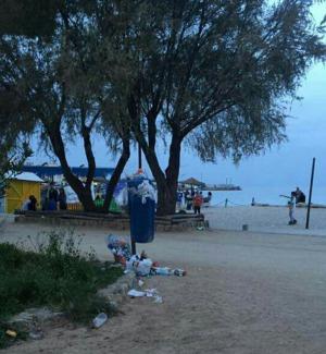 Traffico e rifiuti anche in spiaggia: le segnalazioni dei lettori
