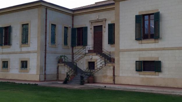 chiusura villa piccolo, Messina, Politica