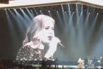 Sbaglia le parole della canzone, Adele ci ride sopra e diverte il pubblico - Video