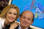 """""""Lavora grazie ad una persona"""": Giancarlo Magalli attacca Adriana Volpe e sul web scoppia la lite"""