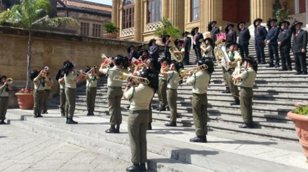 Centomila bersaglieri a Palermo per il 64° raduno. Sul Giornale di Sicilia uno speciale di 8 pagine