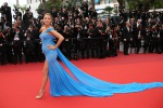 Blake Lively, pancino in mostra sul red carpet: le foto
