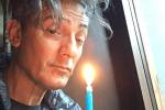 Buon compleanno Fiorello, lo showman compie 56 anni: sui social scatto con torta e candelina