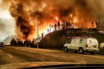 Vasto incendio in Canada: le foto del disastro a Fort McMurray