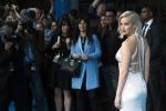 Ci risiamo, Jennifer Lawrence scivola sul red carpet: il video
