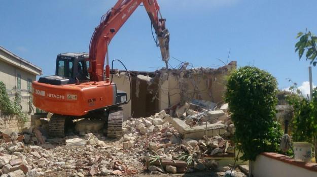 abusivismo edilizio, demolizioni, ingegnere, licata, tutela, Agrigento, Cronaca
