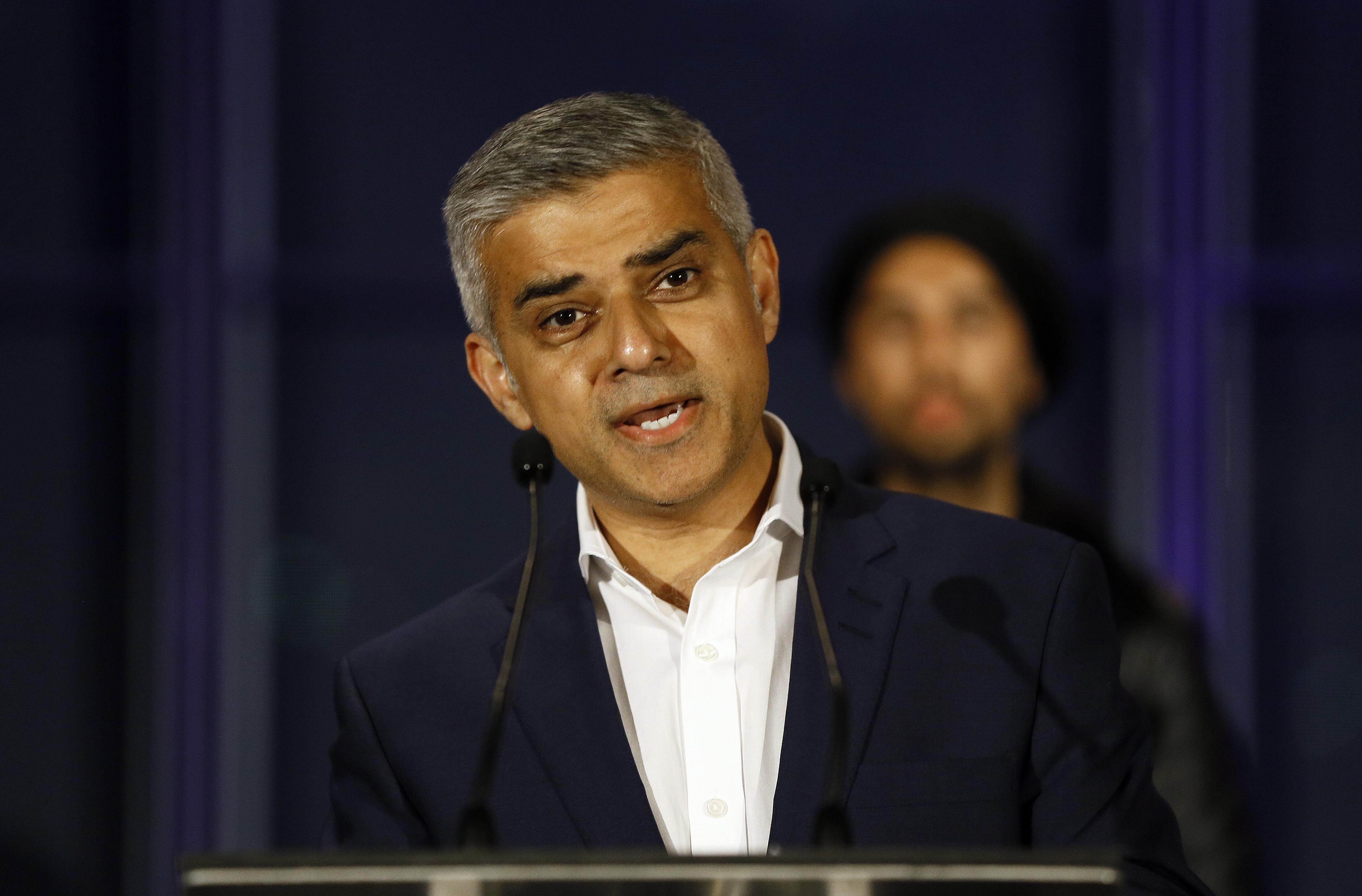 Brexit, il sindaco di Londra Sadiq Khan chiede un nuovo referendum
