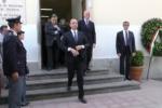 Falcone, Alfano depone una corona di fiori alla caserma Lungaro a Palermo