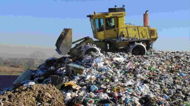 discariche, rifiuti, Sicilia, In Sicilia così